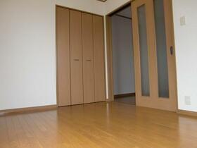 ル・シェーヌ 201号室のベッドルーム