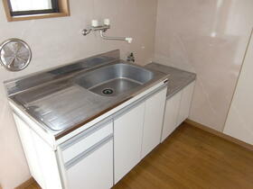 ル・シェーヌ 201号室のキッチン