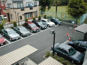 インペリアル花小金井 0302号室の駐車場