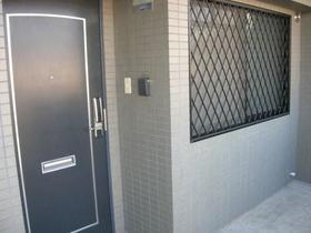 インペリアル花小金井 0302号室の玄関