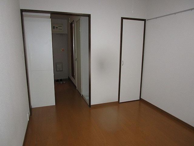 エクレール神代 103号室のリビング