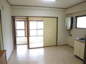 Mビル 2-A号室のリビング