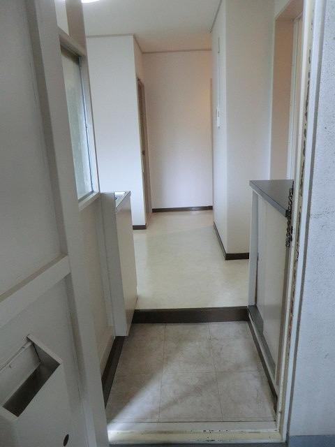 クラウディⅡ 101号室の玄関