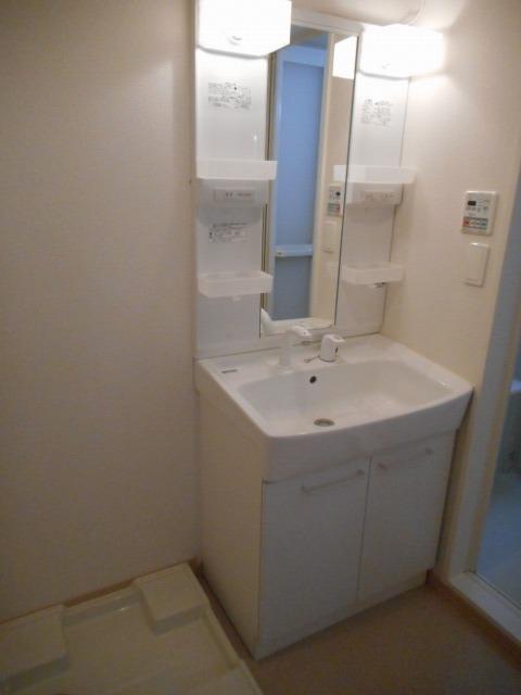 シャトーエクセラン 01030号室の洗面所