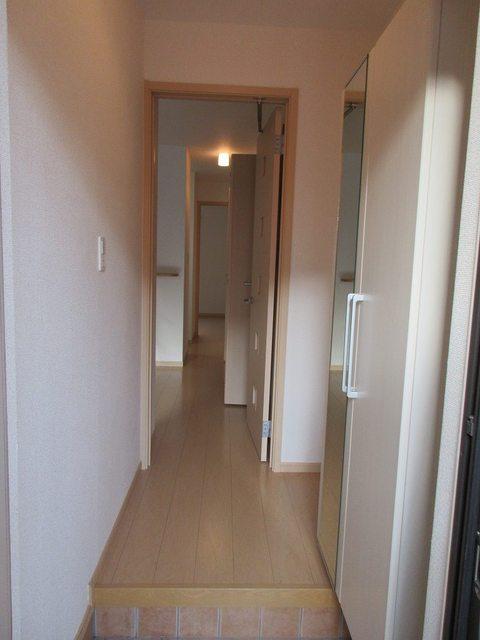 ハピネス ガ-デン 01010号室の玄関