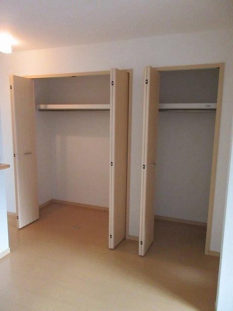ハピネス ガ-デン 01010号室の収納