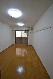 メゾンアンシャンテ 306号室のリビング