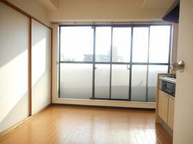 ドメス横浜南 901号室のリビング