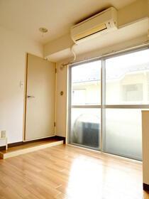 ロワール横浜 207号室のリビング