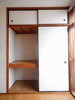 ヒカリハイツB 01030号室の玄関