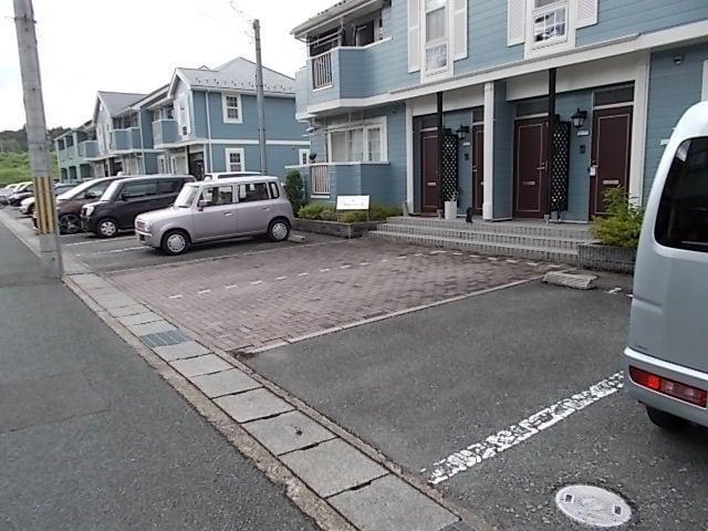サンセールⅠ 01030号室の駐車場