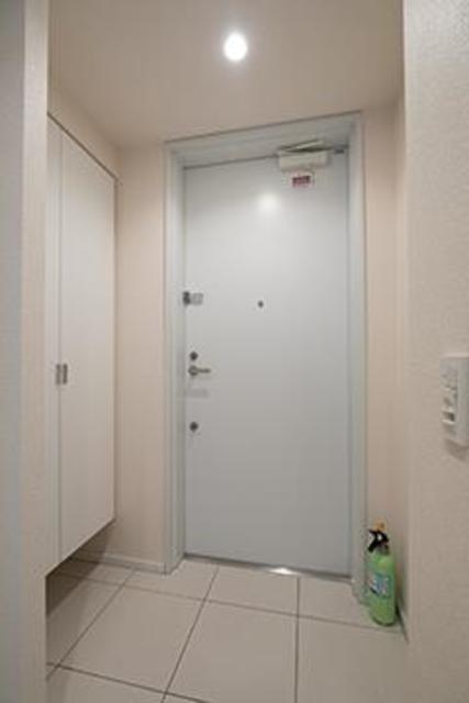 トレステージ四谷 804号室の玄関