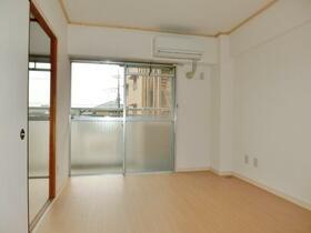 グランディール藤清 壱番館 207号室の居室