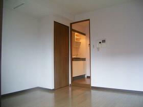 フェニックス幡ヶ谷壱番館 1205号室のリビング