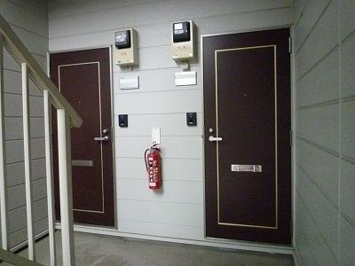 クレセントイワイ 01040号室の玄関