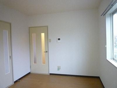 クレセントイワイ 01040号室の居室