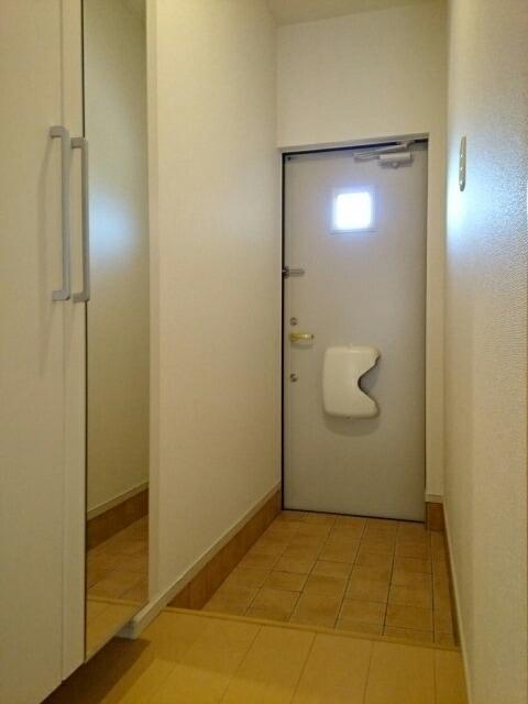 プルメリア B 01010号室の玄関