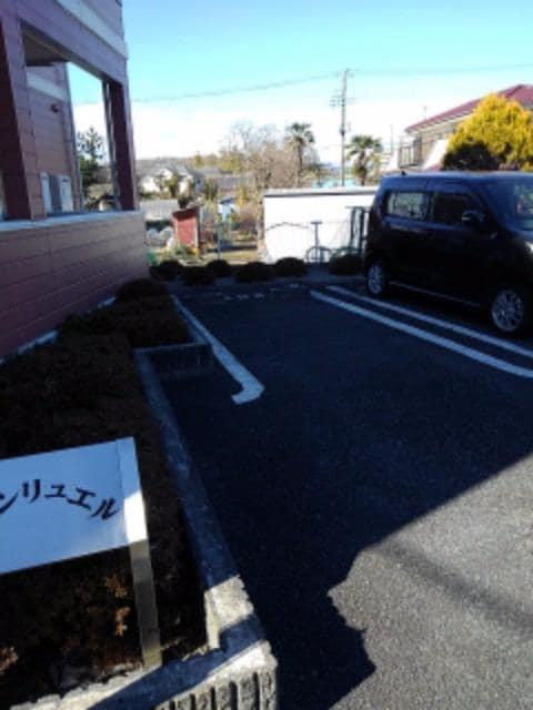 シャンリュエル 02010号室の駐車場