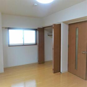 ALLGO GRATO 301号室のベッドルーム