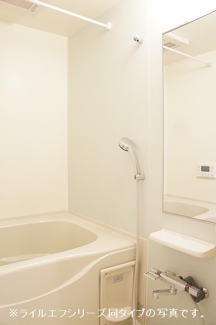 グラン トレゾール 01010号室の風呂