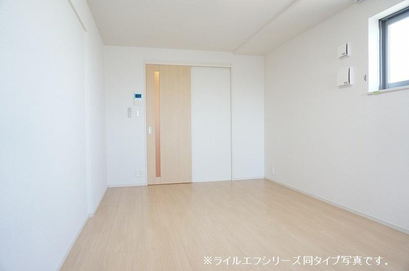 グラン トレゾール 01010号室のリビング