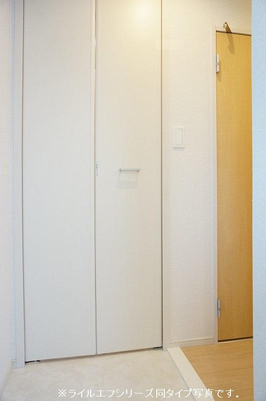 グラン トレゾール 01010号室の玄関