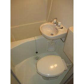 ライフピア松ノ木A棟 0105号室のトイレ