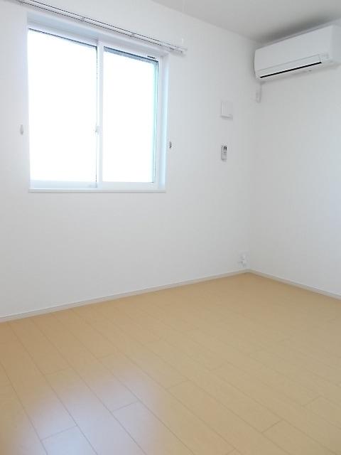 コルソ アロッジオM Ⅰ 01030号室の居室