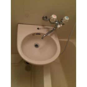 プレゴ学芸大学 101号室の洗面所
