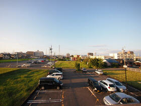 M'S HOUSE akanabe 402号室の駐車場