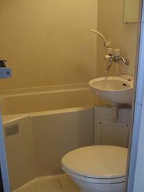 ベルクール常磐 205号室の洗面所