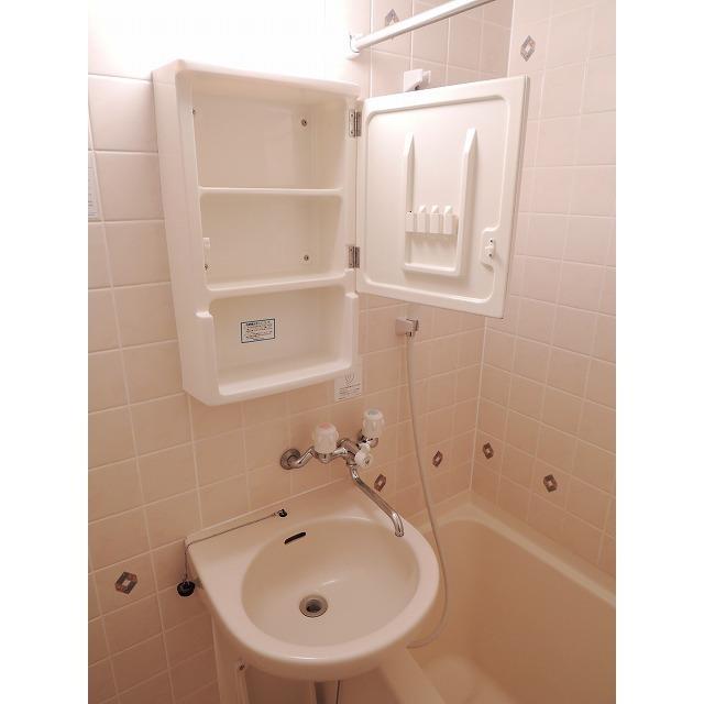 プレール・ドゥーク大森 205号室の洗面所