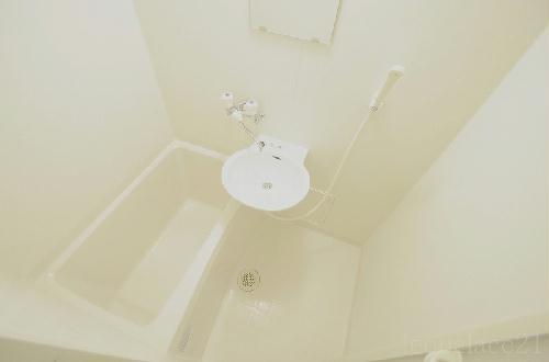レオパレスRURIA 103号室の風呂