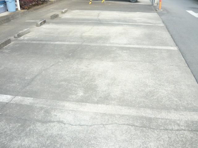 レイクシティA 02020号室の駐車場
