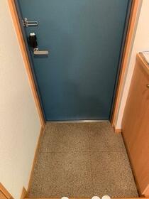 リ・ボーン エンドー 0101号室の玄関