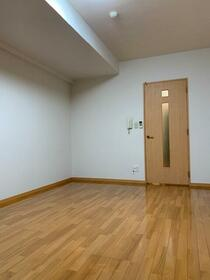 リ・ボーン エンドー 0101号室のバルコニー