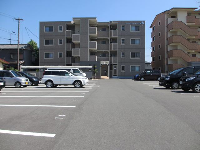 グランストーク北島 201号室の駐車場