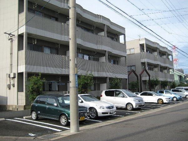 サンラフォーレ A202号室の駐車場
