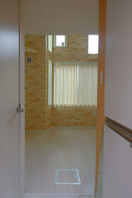 ユナイト仲通ルート・ヴェンガー 103号室の玄関