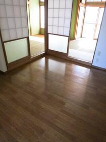 第一ハイツ成田 103号室のリビング