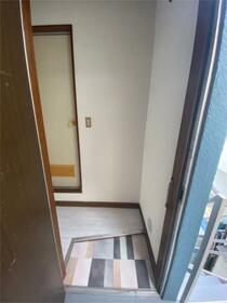 石川コーポ 202号室の玄関