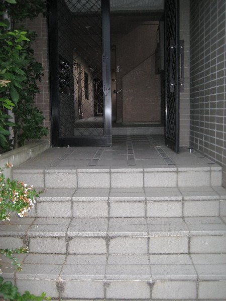 レジデンス富士 301号室のエントランス