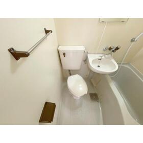 エステイトE熊谷 旧シティホームズ本石 201号室のトイレ