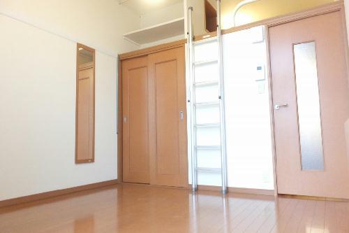 レオパレスベータコート 102号室のリビング