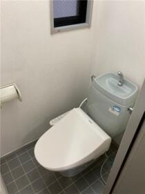 ラフィーネ寒川B棟 B101号室のトイレ