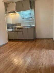 ラフィーネ寒川B棟 B101号室のキッチン