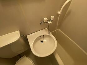 ソリッドリファイン池尻大橋 103号室の洗面所