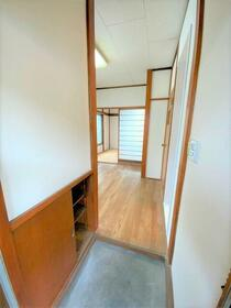 茗荷(みょうが)ハイツ 201号室の玄関