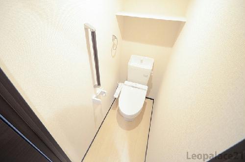 クレイノS&S 102号室のトイレ
