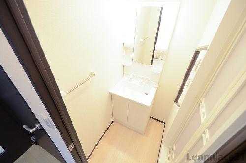 クレイノS&S 102号室の洗面所